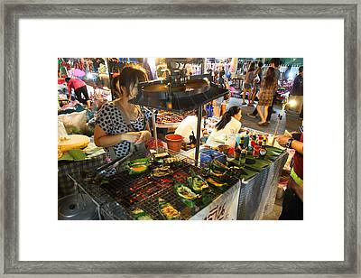 Food Vendors - Night Street Market - Chiang Mai Thailand - 01135 Framed Print