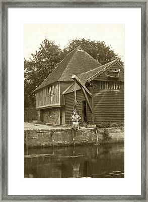 Fordwich Ducking Stool Framed Print by Underwood Archives