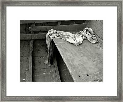 Free Body Framed Print by Helena Lagartinho