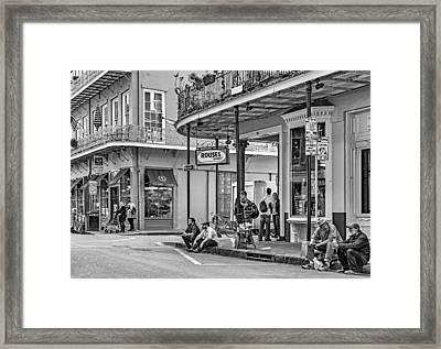 French Quarter - Hangin' Out Bw Framed Print by Steve Harrington