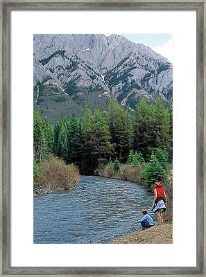 Friends In Awe Framed Print by Terry Reynoldson
