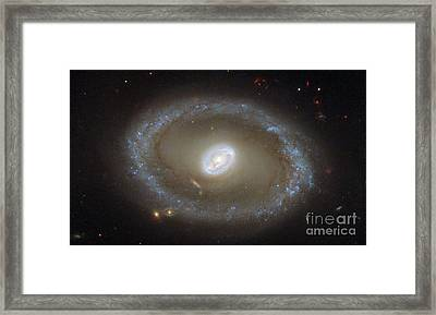 Galaxy Ngc 3081 Framed Print by Science Source