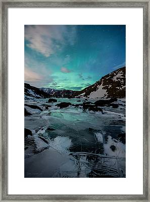 Gale-force Aurora V Framed Print