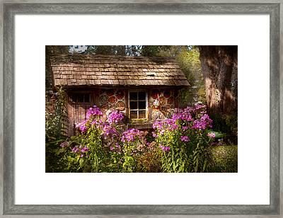 Garden - Belvidere Nj - My Little Cottage Framed Print by Mike Savad