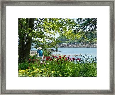 Framed Print featuring the photograph Garden Walk by Elaine Franklin