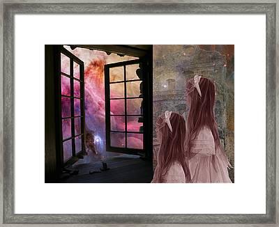 Gates Of Heaven-regarder La Fin Du Monde Framed Print