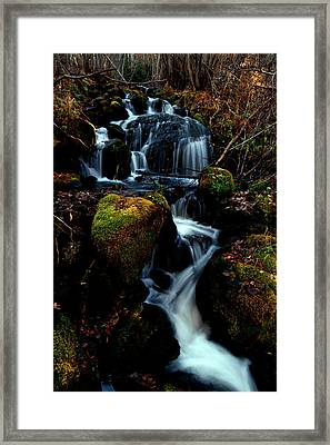 Framed Print featuring the photograph Gentle Descent by Jeremy Rhoades