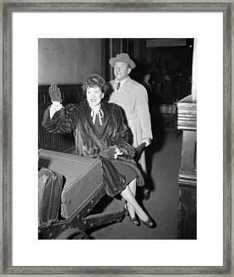 George Burns Carrying Gracie Allen Framed Print