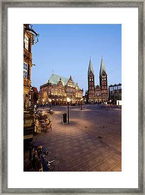 Germany, Bremen,  View Of Town Hall At Framed Print by Westend61