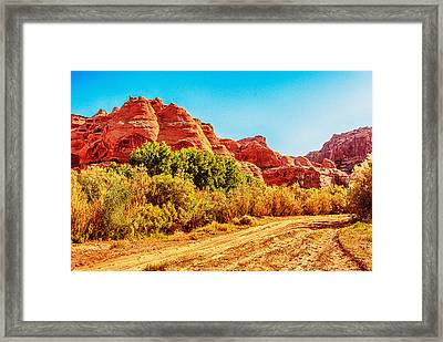 Getting The Sun In Canyon De Chelly Framed Print