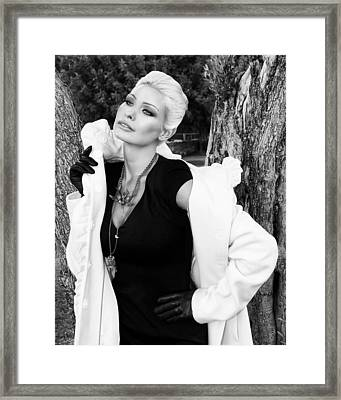 Glamour Bw Palm Springs Framed Print by William Dey