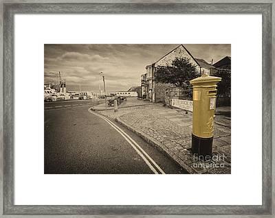 Golden Post  Framed Print by Rob Hawkins