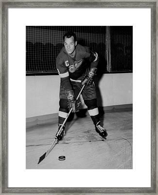 Gordie Howe Poster Framed Print by Gianfranco Weiss