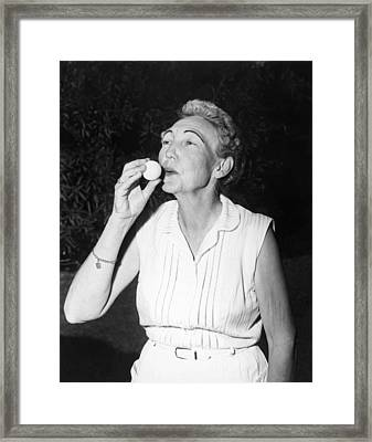 Grateful Golfer Gives A Kiss Framed Print by Underwood Archives
