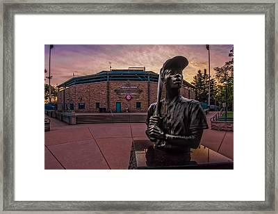 Hank Aaron Statue Framed Print by Tom Gort