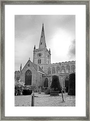 Holy Trinity Church Stratford Upon Avon Framed Print by Terri Waters