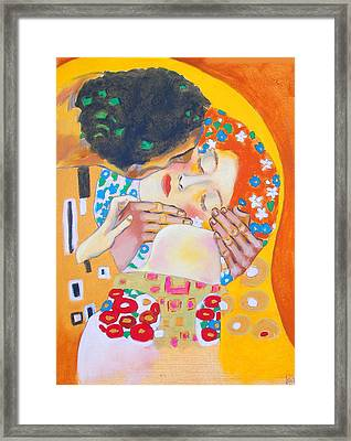 Homage To Master Klimt The Kiss Framed Print by Susi Franco