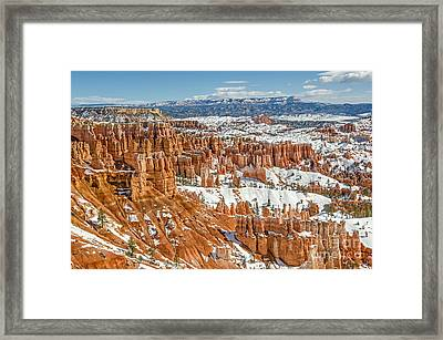 Hoodoos At Sunset Point Framed Print by Sue Smith