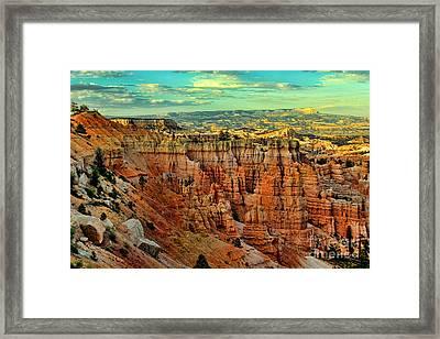 Hoodoos Bryce Canyon Framed Print by Leslie Kirk