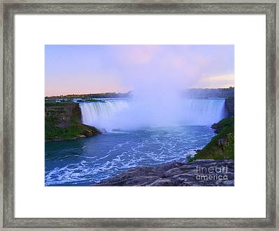 Horseshoe Falls Sunset In The Summer Framed Print