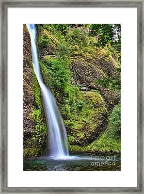 Horsetail Falls Framed Print by Leslie Kirk