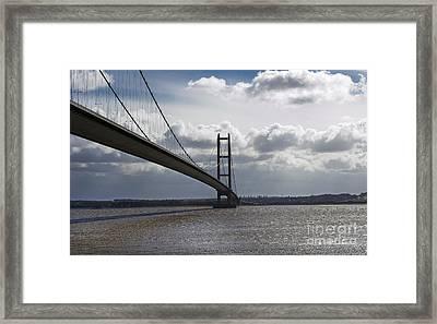 Humber Bridge. Framed Print by Andrew Barke