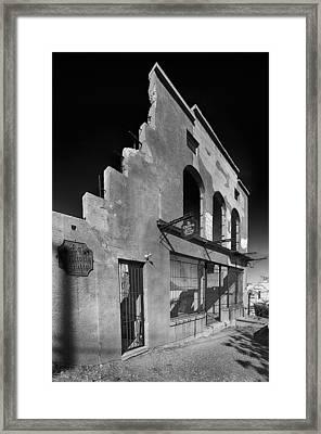 Im Still Standing Jerome Black And White Framed Print by Scott Campbell