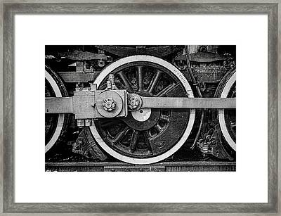 Framed Print featuring the photograph In The Middle by Ken Smith