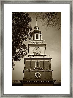 Independence Hall - Bw Framed Print by Lou Ford