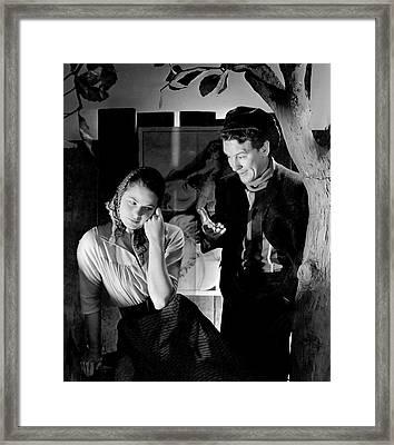 Ingrid Bergman And Burgess Meredith In Liliom Framed Print