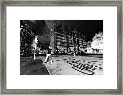 Inner City Cycling  Framed Print by Rob Hawkins