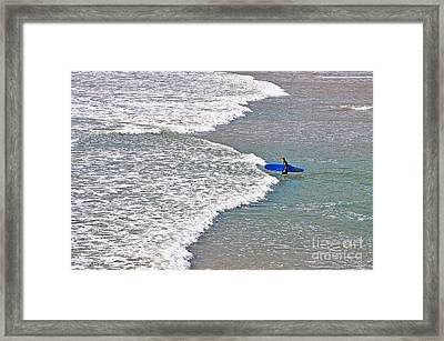 Into The Surf Framed Print by Susan Wiedmann