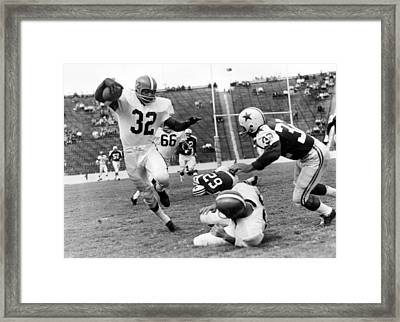 Jim Brown Running With The Ball Framed Print by Gianfranco Weiss