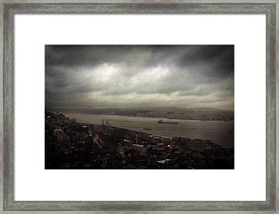 jour de pluie a Istanbul II Framed Print