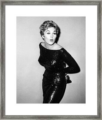 Kim Novak Holding Oscar, Circa 1950s Framed Print by Everett