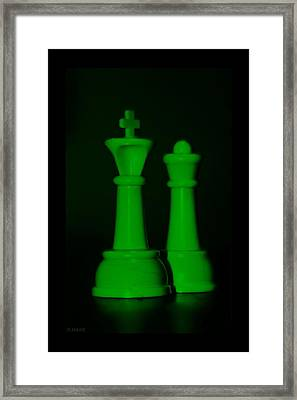 King And Queen In Green Framed Print by Rob Hans