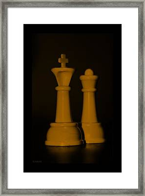 King And Queen In Orange Framed Print by Rob Hans