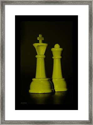 King And Queen In Yellow Framed Print by Rob Hans