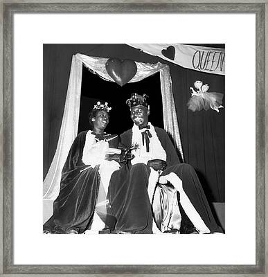 King And Queen Of Hearts Framed Print by Underwood Archives
