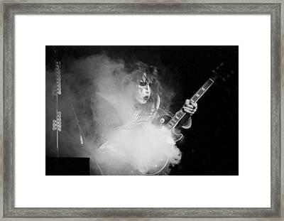 Kiss 5  Framed Print