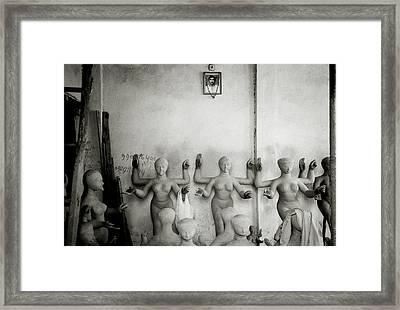 Kumortuli Framed Print by Shaun Higson
