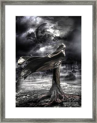 La Venere Terra Framed Print by Betta Artusi