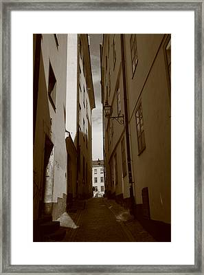 Light And Shadow In A Narrow Alley - Monochrome Framed Print by Ulrich Kunst And Bettina Scheidulin