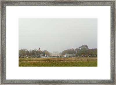 Lincoln Memorial And World War II Memorial - Washington Dc - 01131 Framed Print