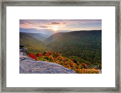 Lindy Point D30019491 Framed Print by Kevin Funk