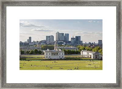 London View From Greenwich Framed Print by Roberto Morgenthaler