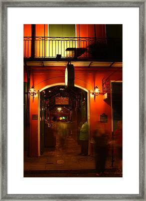 Looking In Pat O'brien's Framed Print by Greg Mimbs