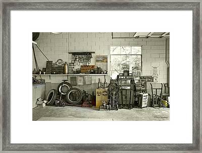 Lou's Filling Station Garage Framed Print