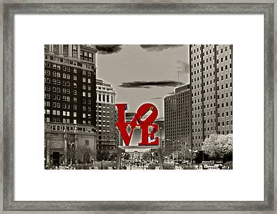 Love Sculpture - Philadelphia - Bw Framed Print