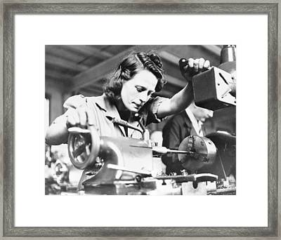 Machine Gun Production, World War II Framed Print by Science Photo Library